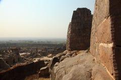 Vista dalla fortificazione di Golkonda con la parete, Haidarabad Immagini Stock Libere da Diritti