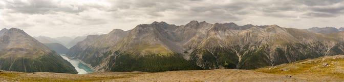 Vista dalla La Schera di Munt sulle alpi Fotografia Stock Libera da Diritti