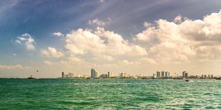 Vista dalla località di soggiorno Pattaya, Tailandia del mare Fotografie Stock