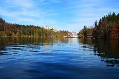 Vista dalla metà del lago Immagine Stock Libera da Diritti