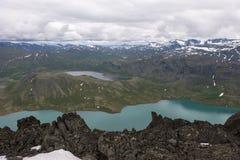 Vista dalla montagna ai laghi colorati, Norvegia Fotografie Stock