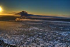 Vista dalla montagna al panorama di sera della città di Karabash Immagini Stock Libere da Diritti