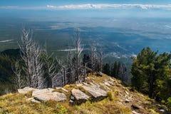 Vista dalla montagna al villaggio Arshan Fotografia Stock