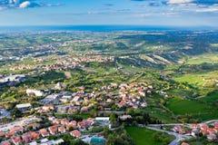 Vista dalla montagna di Titano, San Marino alla vicinanza immagini stock libere da diritti