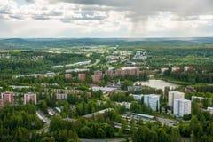 Vista dalla montagna a Kuopio ed ai laghi, Savonia nordico, Finlandia immagini stock