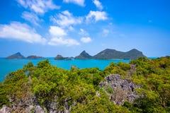 Vista dalla montagna su Angthong Marine National immagini stock libere da diritti