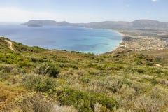 Vista dalla montagna su vista sul mare variopinta fotografia stock