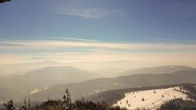 Vista dalla parte superiore della montagna immagini stock libere da diritti