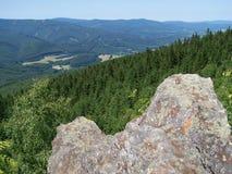 Vista dalla pietra per sopportare valle Fotografie Stock Libere da Diritti