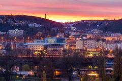 Vista dalla punta del sud della fortezza di Vysehrad sul fiume la Moldava nella notte, Praga Fotografie Stock