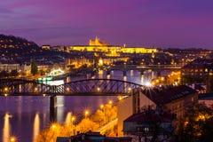 Vista dalla punta del sud della fortezza di Vysehrad sul fiume la Moldava nella notte, Praga Immagini Stock Libere da Diritti