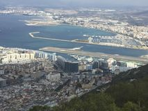 vista dalla roccia alla baia alla Gibilterra fotografia stock libera da diritti