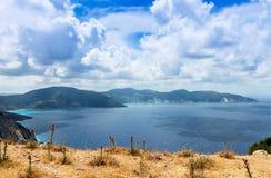 Vista dalla spiaggia di Myrtos fotografia stock libera da diritti
