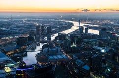 Vista dalla torre di Eureka verso il ponte di Bolte, Melbourne Immagine Stock