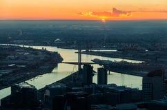 Vista dalla torre di Eureka verso il ponte di Bolte, Melbourne Immagini Stock