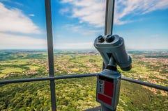 Vista dalla torretta di avala con il binocolo Immagini Stock Libere da Diritti
