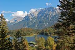 Vista dalla traccia di escursione al lautersee e al karwendel del lago Fotografia Stock Libera da Diritti
