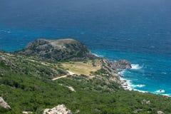 Vista dalle montagne al mar Egeo sull'isola di Rodi immagine stock libera da diritti