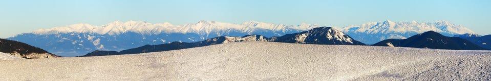 Vista dalle montagne di Velka Fatra alle alte montagne di Tatras Immagini Stock Libere da Diritti