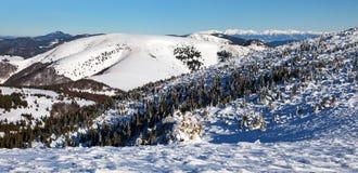 Vista dalle montagne di Velka Fatra alle alte montagne di Tatras Fotografia Stock