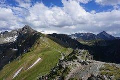 Vista dalle montagne polacche di Tatra sul Tatras slovacco Fotografia Stock