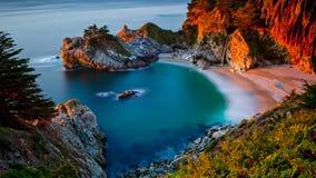 Vista dalle scogliere al mare Fotografie Stock