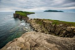 Vista dalle scogliere sul mar del Giappone e sulle isole fotografia stock