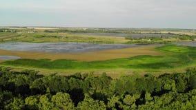 Vista das alturas à lagoa em Rússia video estoque