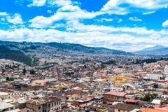 Vista das alturas de uma parte da cidade de Quito, Equador foto de stock