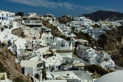 Vista das casas brancas de Santorini imagens de stock