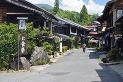 Vista das casas de madeira bonitas de Tsumago-Juku em Japão foto de stock royalty free