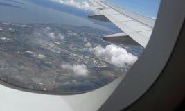 Vista das casas dentro de um avião Foto de Stock