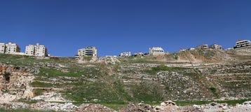 Vista das casas modernas Amman, Jordânia Fotos de Stock Royalty Free