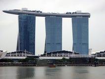 Vista das construções modernas, Marina Bay Sands Fotos de Stock