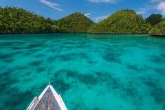 Vista das ilhas desinibidos de um barco Imagem de Stock