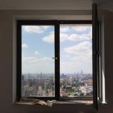 Vista das janelas da construção em Moscou Imagem de Stock