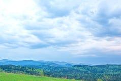 Vista das montanhas antes da tempestade Fotos de Stock