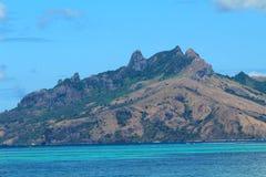 Vista das montanhas de uma ilha tropical em Fiji imagens de stock royalty free