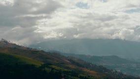 Vista das montanhas em Equador vídeos de arquivo