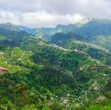 Vista das montanhas na rota Vereda a Dinamarca Penha de Aguia, ilha de Madeira, Portugal, Europa Imagens de Stock
