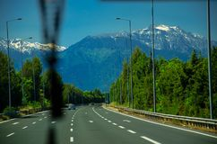 Vista das montanhas Olympus vista da estrada da estrada asfaltada, Pieria, Macedônia, Grécia fotografia de stock royalty free