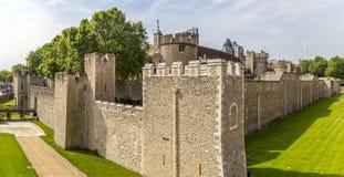 Vista das paredes da torre de Londres Fotografia de Stock Royalty Free
