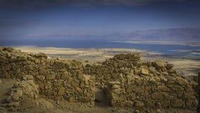 Vista das paredes de Masada no Mar Morto Fotos de Stock