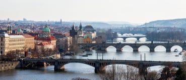 Vista das pontes as mais importantes em Praga: Ponte de Charles, Pa Imagem de Stock