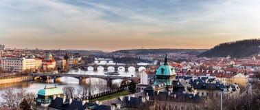 Vista das pontes as mais importantes em Praga: Ponte de Charles, Pa Fotografia de Stock