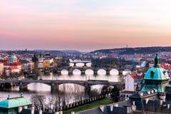 Vista das pontes as mais importantes em Praga: Ponte de Charles, Pa Fotos de Stock Royalty Free