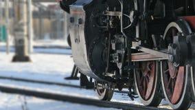 Vista das rodas da locomotiva video estoque