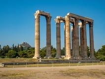 Vista das ru?nas e da colunata antigas de Zeus Olympic Temple em Atenas, Gr?cia fotos de stock