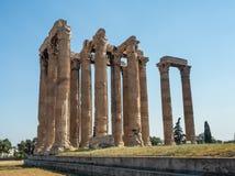 Vista das ru?nas e da colunata antigas de Zeus Olympic Temple em Atenas, Gr?cia foto de stock