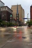 Vista das ruas de Cleveland na névoa da noite, Ohio, EUA Foto de Stock Royalty Free